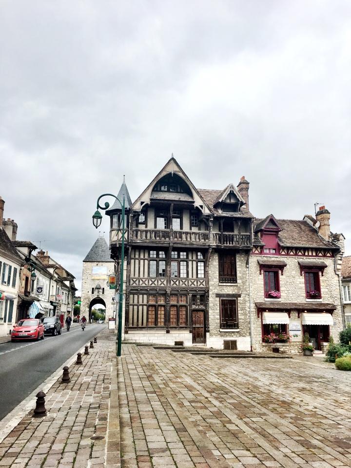 Moret-sur-Loing medieval architecture