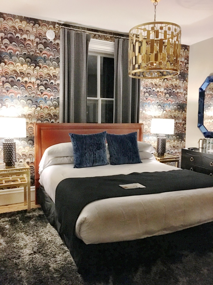 Gilded Newport King Suite